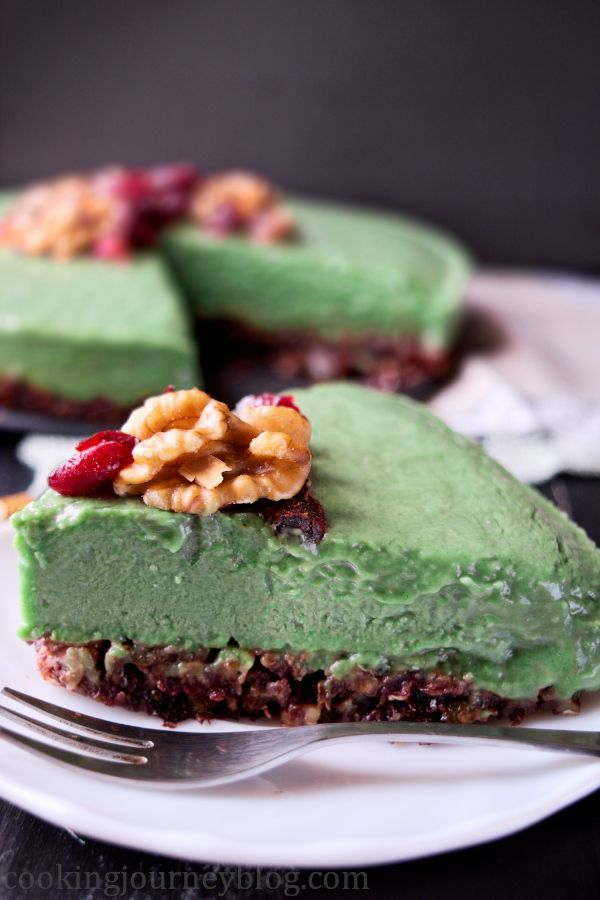Avocado cake is tasty and healthy dessert, inspiring vegan cake recipe to make! Avocado and banana is a great combination of ingredients for this raw cake. What I love about this vegan dessert, it's no bake cake, easy to make, gluten free. Moreover, it has healthy ingredients, that come together in one delicious and beautiful cake. Nut and cocoa crust, perfect green filling, decorated with walnuts and cranberries