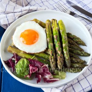 Roasted asparagus with fried egg, served with kitchen towel