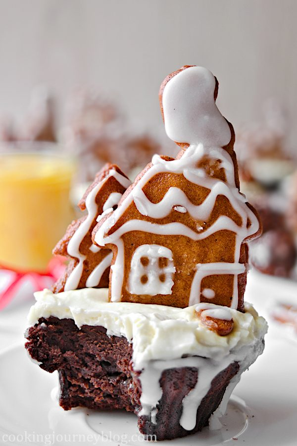 Chocolate Cupcake Recipe – Gingerbread Cupcake on the plate, served with tea in a Christmas mug