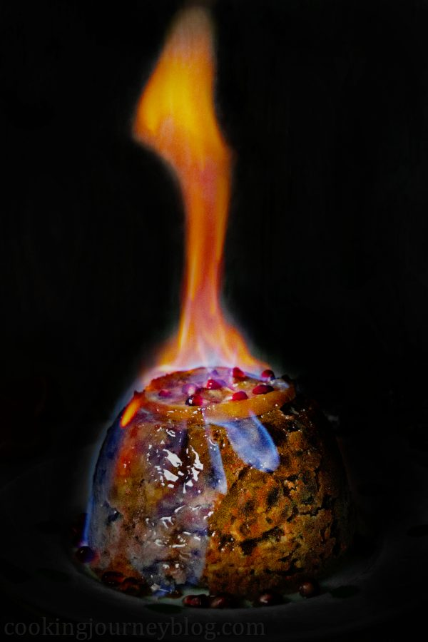 Flaming Christmas pudding. Easy Christmas pudding recipe. #christmasdesserts #christmaspudding #steamed