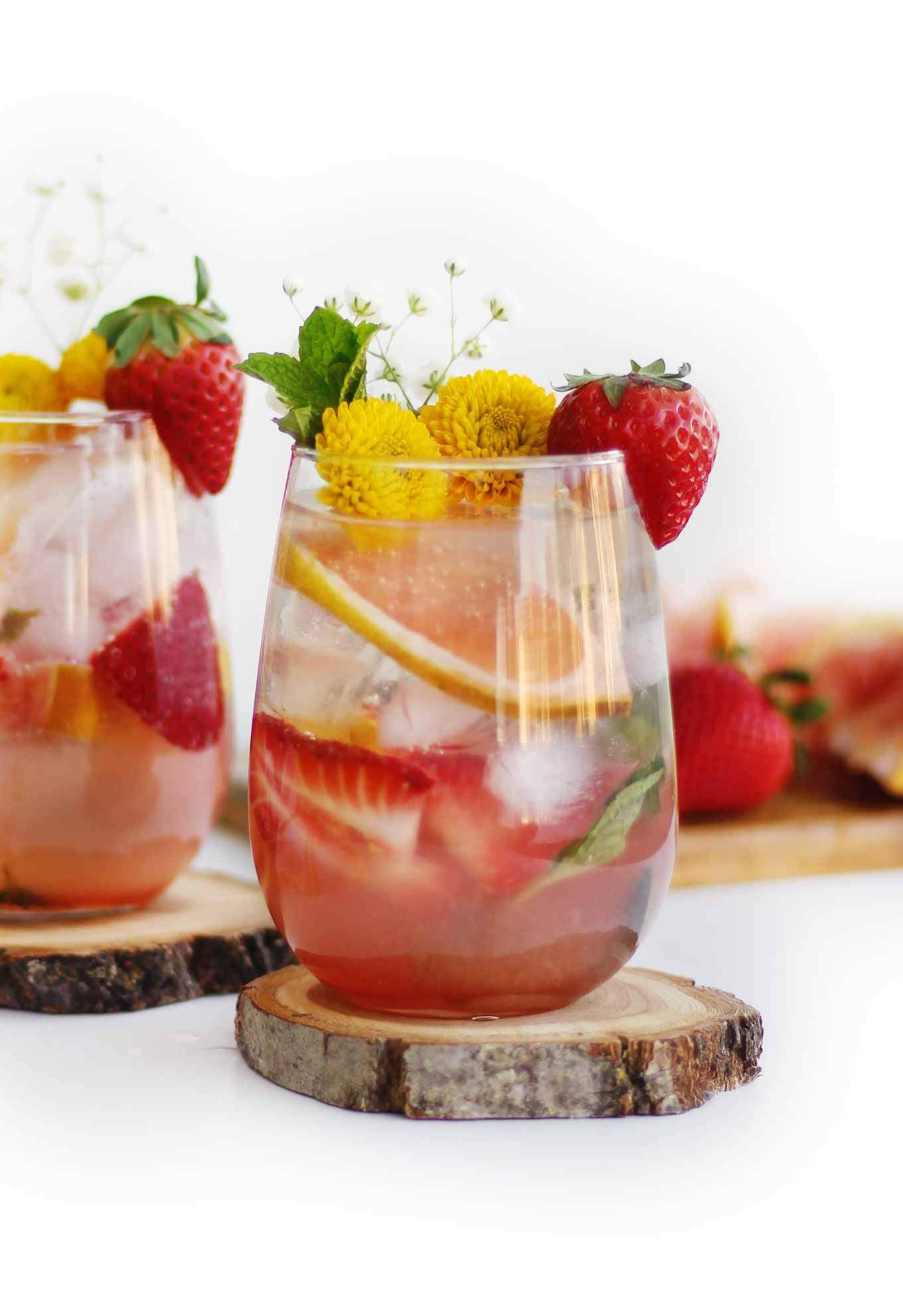 GRAPEFRUIT STRAWBERRY MOJITO served in glasses