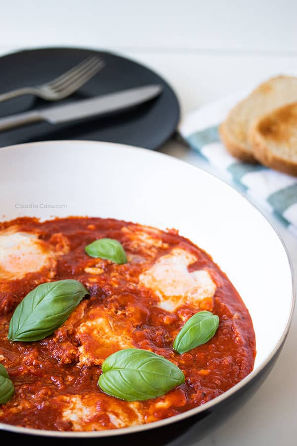 Eggs in purgatory with bread