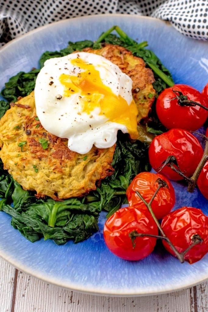 Baked hash browns, served with roasted spinach, tomatoes and and poached egg