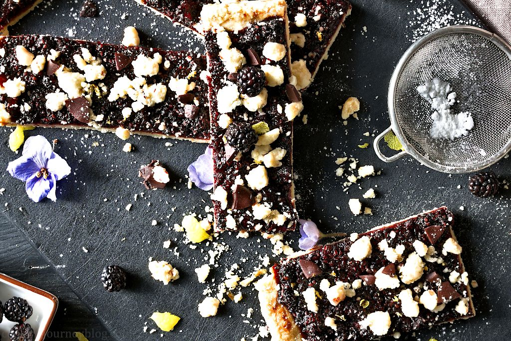 Crunchy Blackberry Pie Bars