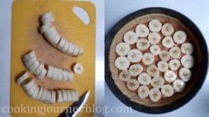 Peel bananas and cut them in thick rounds. Place them around in the dulce de leche.