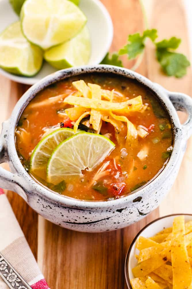 Sopa de lima served with lime
