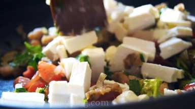 Slice feta cheese in cubes and add it in a pan.